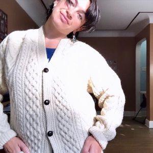 Vintage 💯 wool cardigan